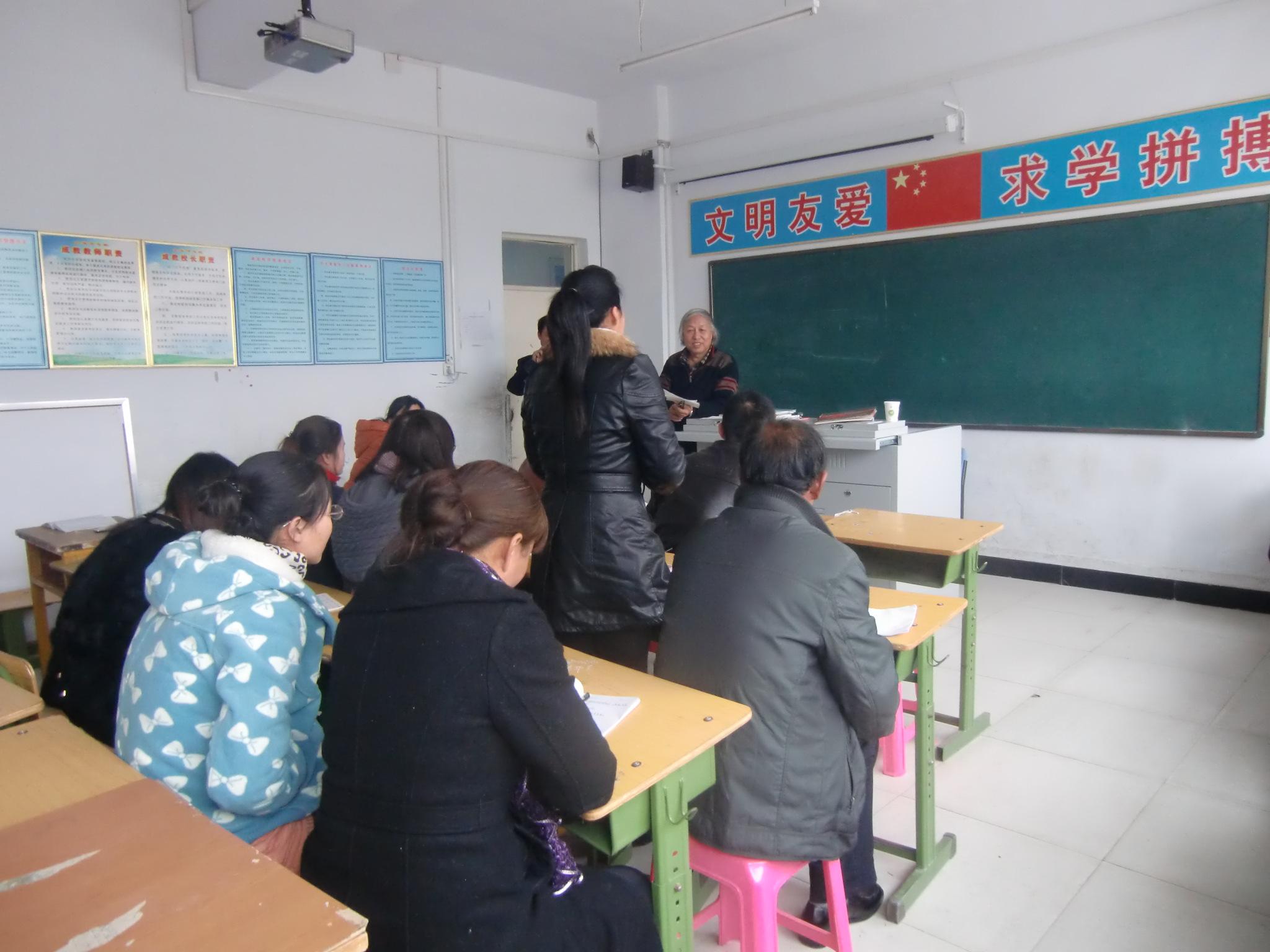 学生们分组做布贴画后,由于大武 日(周六)河北省青龙满族自治县